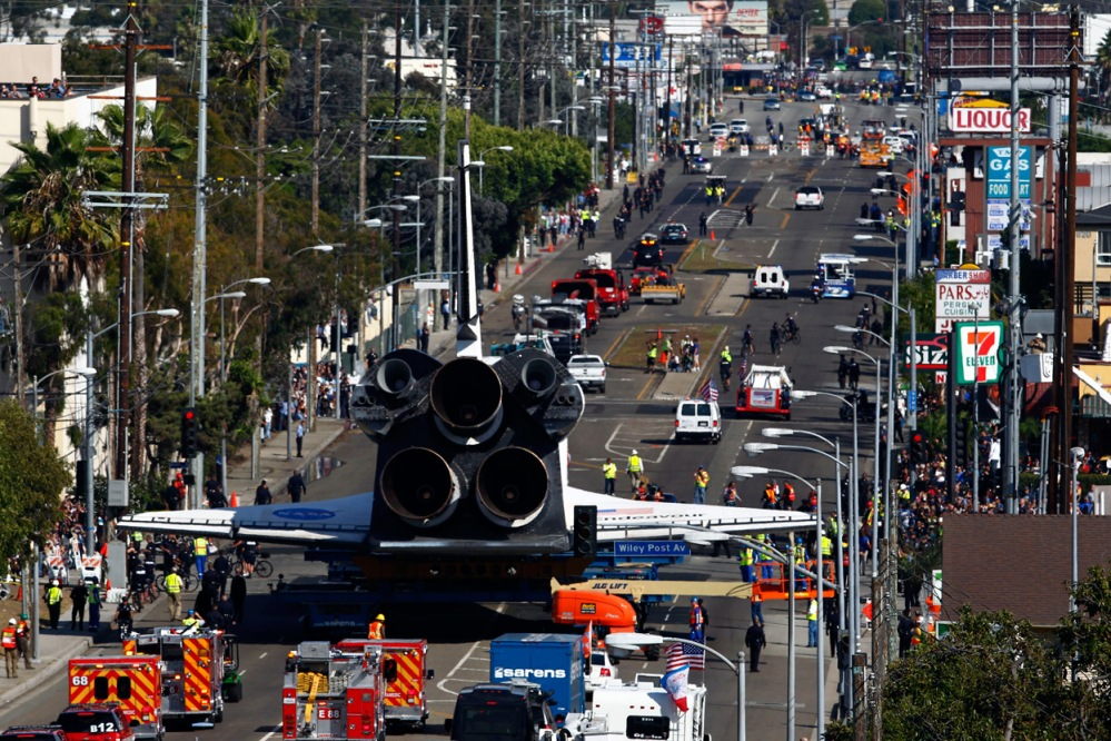 Space Shuttle Endeavour Crosses Los Angeles (2/3)