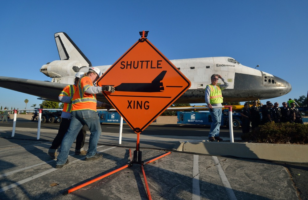 Space Shuttle Endeavour Crosses Los Angeles (3/3)